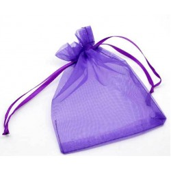 Gratis organza gift zakje voor usb stick. Kleur donker paars